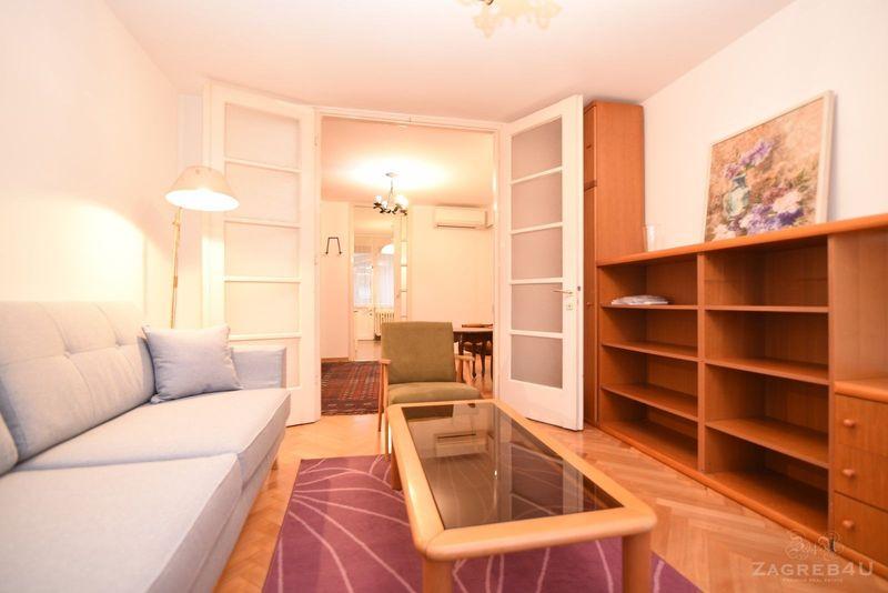 Centar grada trosobni stan za najam sa parkingom 64 m2 Hanuševa ulica