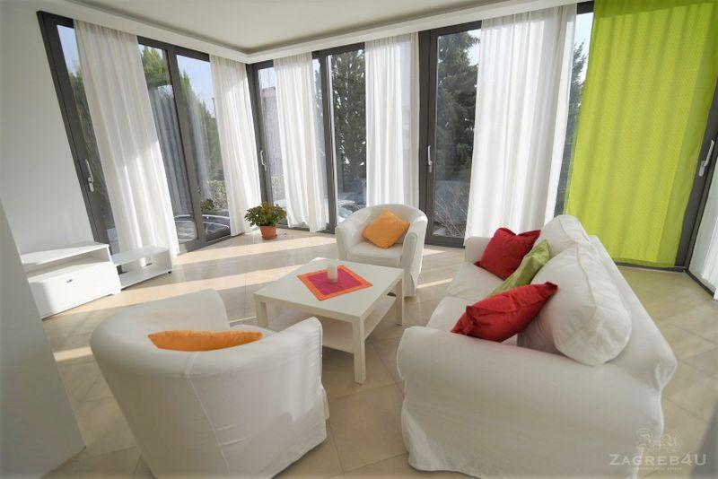 Prostran i uređen četverosoban stan 115 m2 za najam Mlinovi