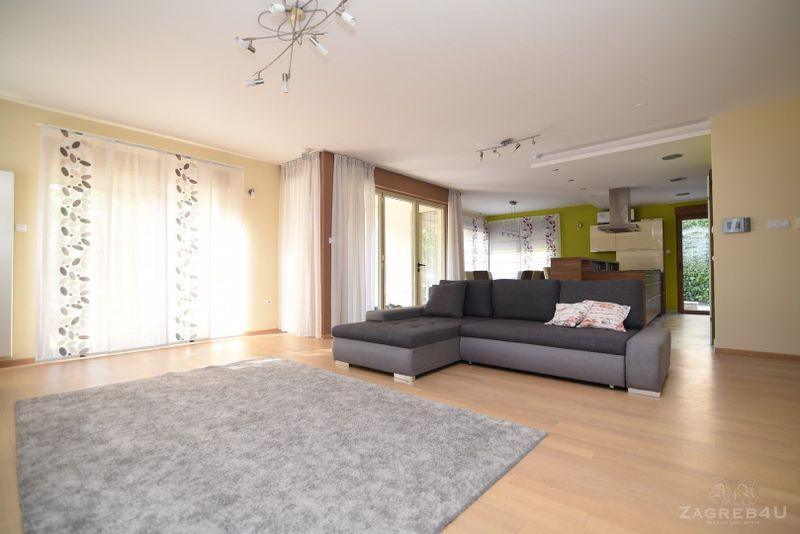 Vrhunska kuća za obitelj s velikim vrtom - 320m2 - 5 spavaćih - Zagreb