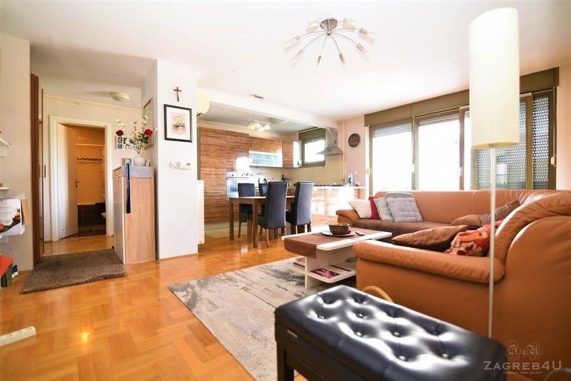 Svijetli 4-sobni (95 m2) stan u NOVOGRADNJI velika terasa i parking