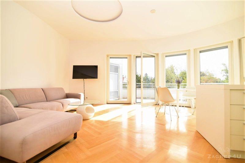 Luksuzan 3-sobni penthouse u vili 100 m2 sa terasom od 50 m2 Bijenička