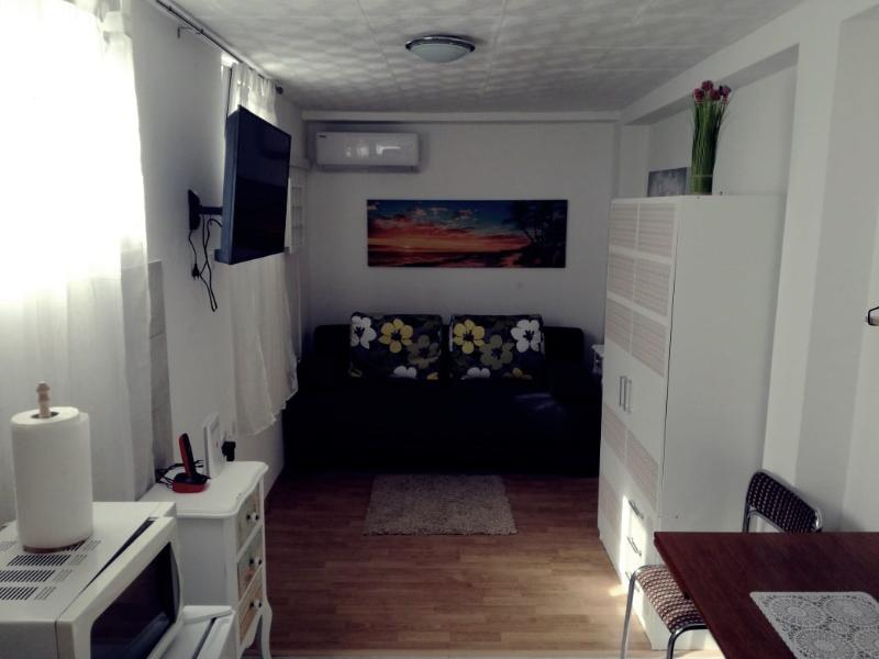 Iznajmljujem studio apartman u Kaštel Sućurcu