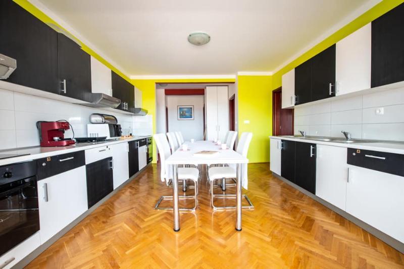 Iznajmljujem stan, 120 m2, (Bibinje) za radnike/grupe
