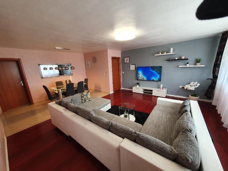 Stan, 107 m2, 530 EUR/mj, Solin, Sr. Strana