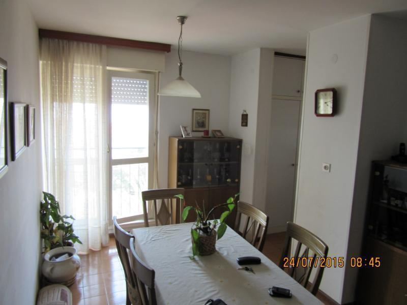 Stan, 75 m2,525 EUR/mj, Split, Mertojak