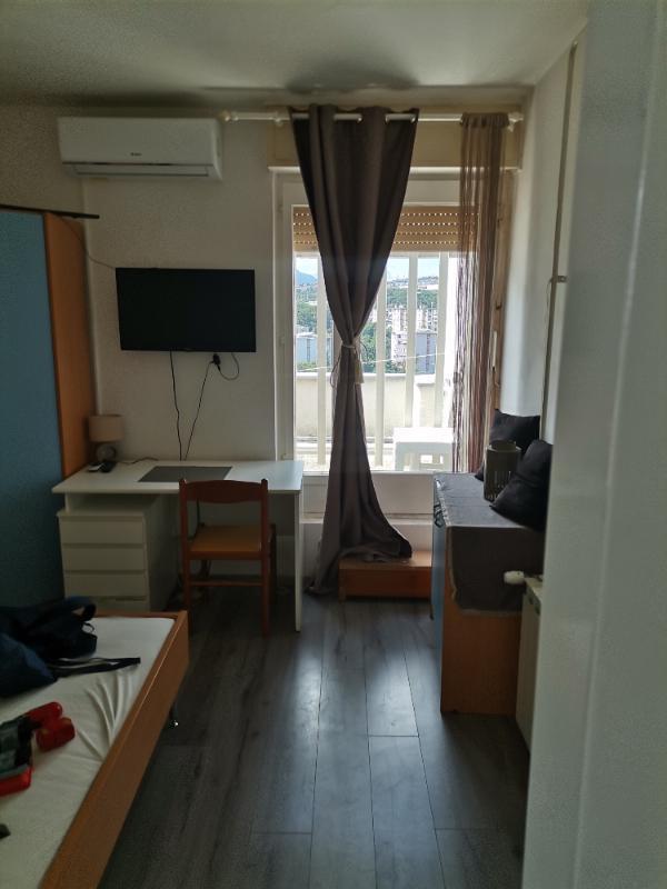 Stan, 25 m2, 270 EUR/mj, Rijeka, Turnić